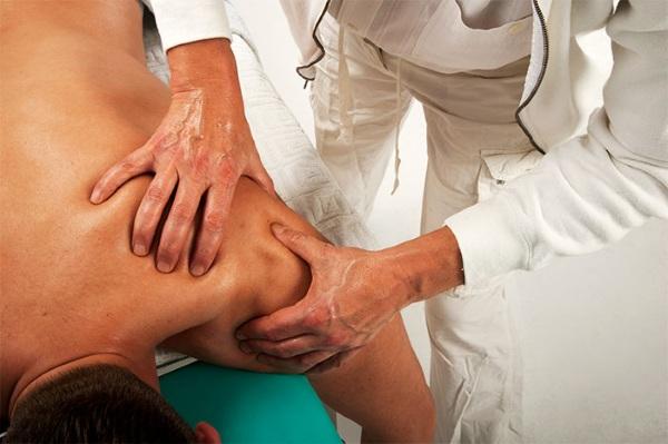 плечелопаточный периартрит симптомы и лечение болит ночью